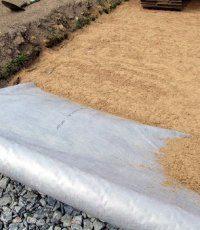 Как правильно уложить геотекстиль под тротуарную плитку?