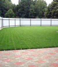 Как правильно уложить геотекстиль для газона ?