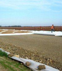 Как используют геотекстиль при дорожных работах?