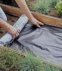 Использование геотекстиля при укладке садовых дорожек