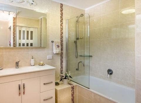 Отделка ванной комнаты: подбор материалов, способы отделки, варианты декора